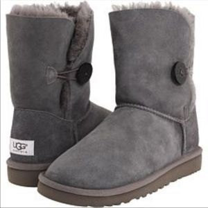 Uggs , women's Bailey button on the side uggs